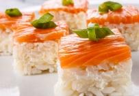 Суши-кейк с лососем и сыром Филадельфия