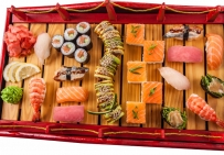 Красный мост: Суши-кейк с лососем; роллы:
