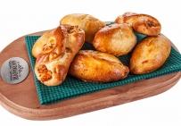 Пироги фирменные с капустою и диетическим яичком