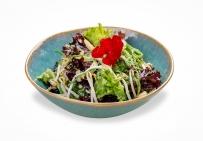 Пикантный салат с проростками сои