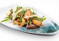 Тальятта-салат, теляча вирізка, рукола, картопля по-селянськи, кедрові горіхи, помідори конкассе